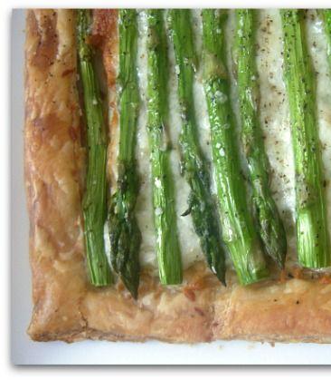 Easy Asparagus Gruyere Tart Recipe. #recipe #dinner
