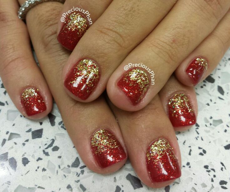Gold and red Christmas nails | Christmas Nails | Pinterest