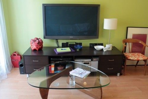 the no cost way to mount a flat screen tv apartment therapy ask home design. Black Bedroom Furniture Sets. Home Design Ideas