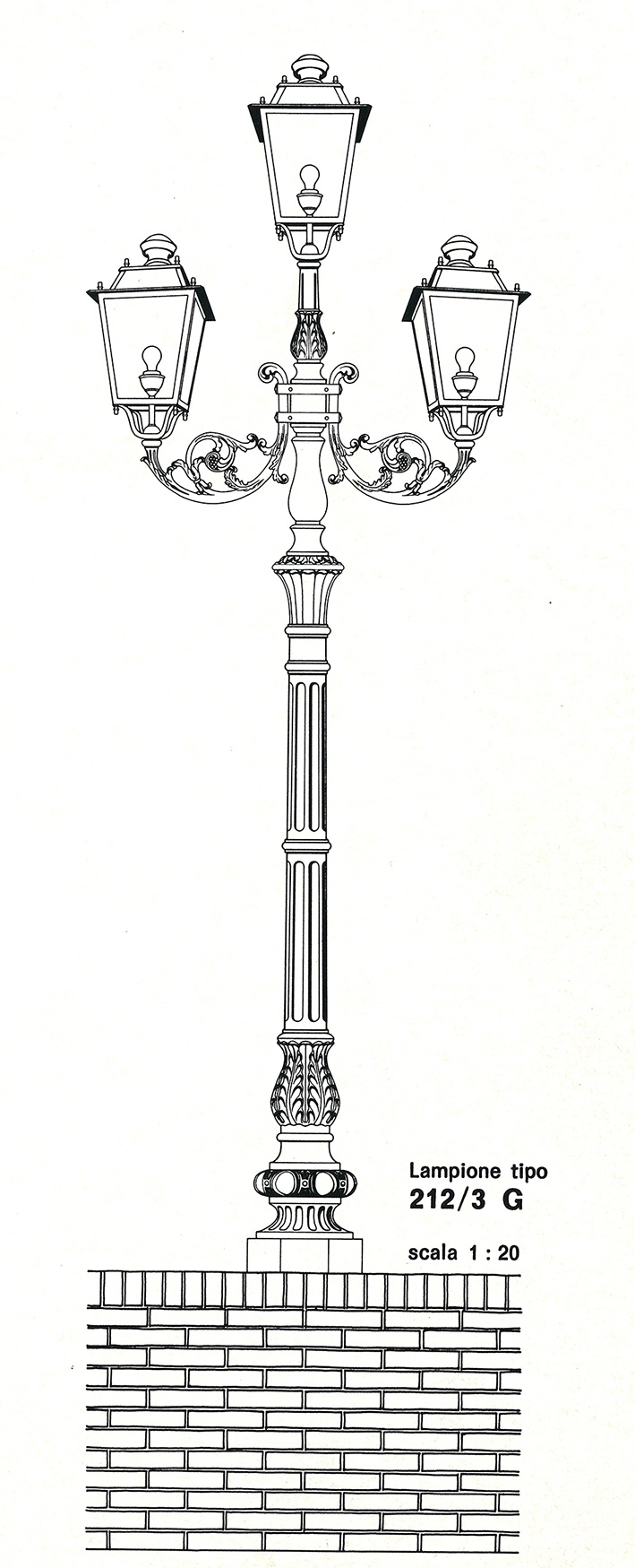 The first set of cast-iron luniraires for town centres, designed by Domenico Neri.