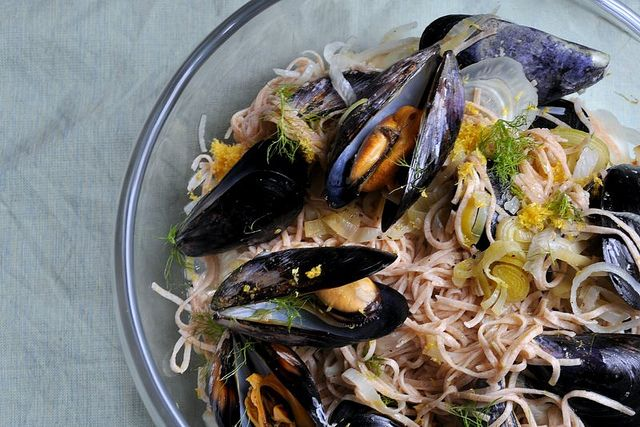 mussels, leeks, fennel, and lemon (with or without pasta).