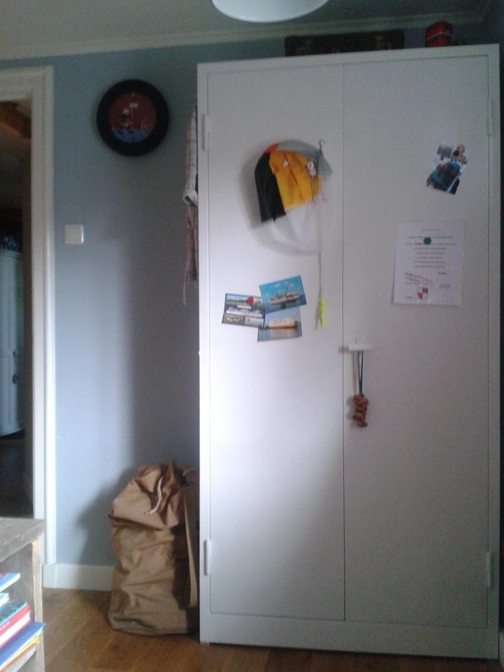 Beton Cire Keuken Muur : Stalen legerkast, wit geverfd en handig omdat je er met magneten