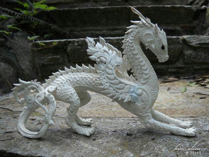 Скульптура дракон