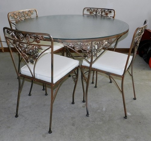 Woodard wrought iron patio set 4 chairs round table with for Table and vine