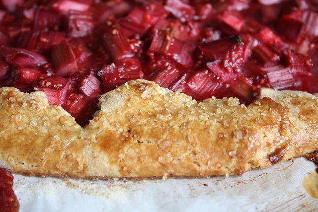 ... www.thesubletkitchen.com/2011/05/rhubarb-and-raspberry-crostata.html