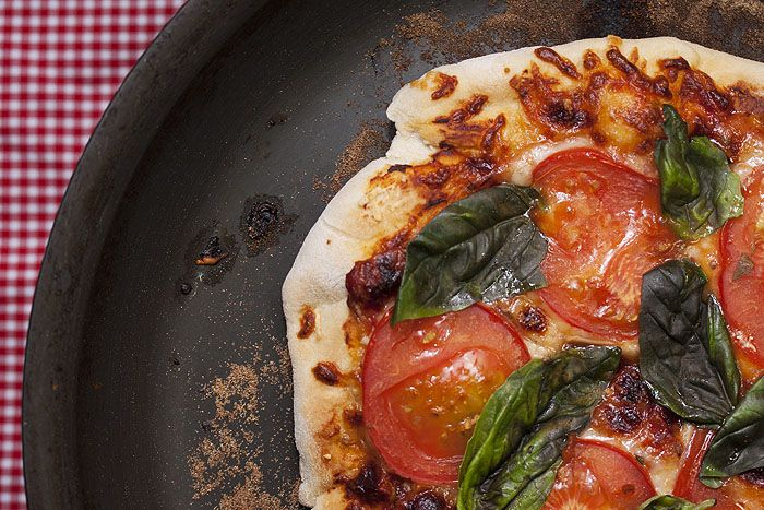 The Perfect Cast Iron Pan Pizza | Din Din | Pinterest
