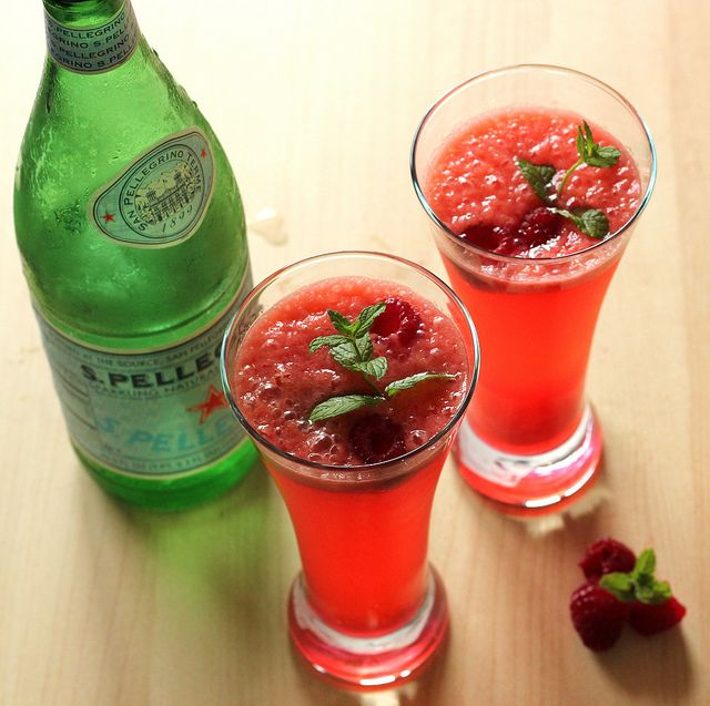 Raspberry Gin Fizz - a great summer drink!