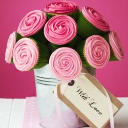 Make a cupcake bouquet for the person you love!