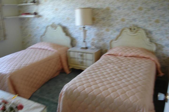 Girls bedroom mid century home decor pinterest for 1950 bedroom ideas