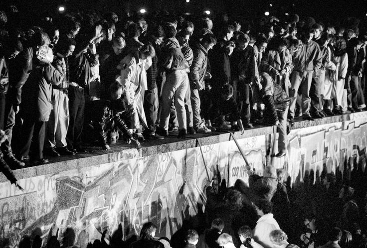 Destruction Of The Berlin Wall destruction of the Ber...