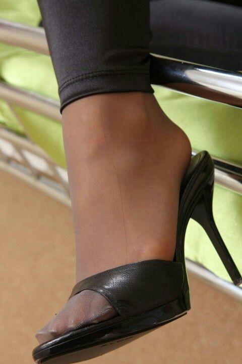 Forgive pantyhose and high heel pics