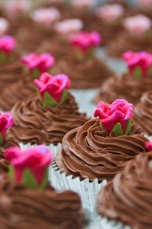 rose-and-chocolate-wedding-cupcakes | Weddings | Pinterest