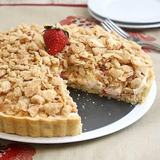 STRAWBERRY CREAM CHEESE CRUMBLE TART | Dessertsssssss... | Pinterest
