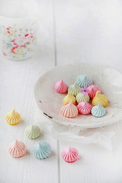 Playing With Food: May Meringues - by Emilie Guelpa on decor8