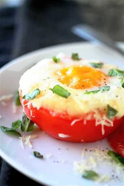 baked eggs in tomato cups | yummy food | Pinterest