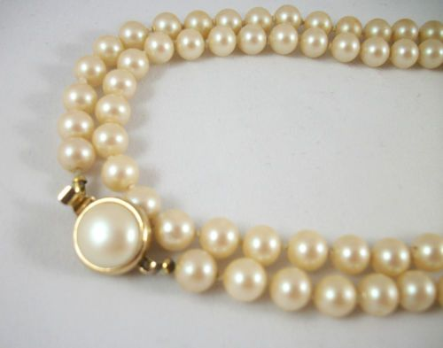 "UNSIGNED 32"" Single Strand, Knotted Faux Pearl Necklace. Excellent Pre-Owned Condition! $19.99 obo"