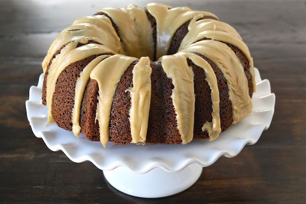 Peanut Butter Banana Bundt Cake with Reese's Peanut Butter Cups | Rec ...