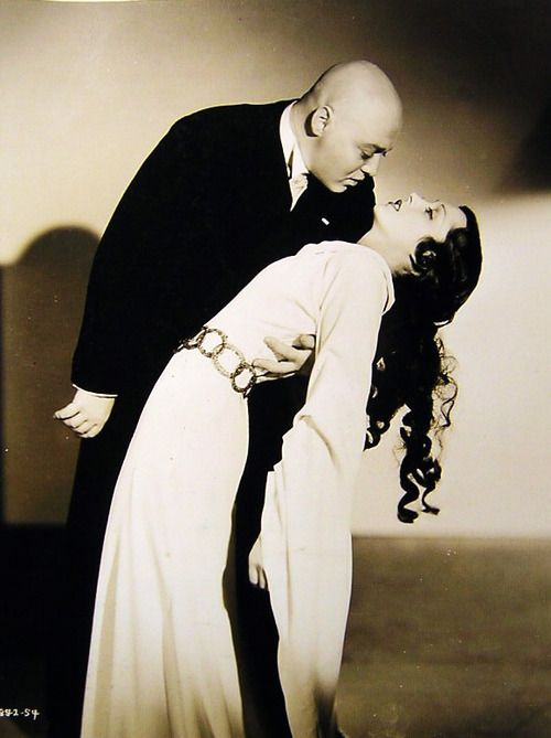"""Peter Lorre & Frances Drake in """"Mad Love"""" (1935)."""