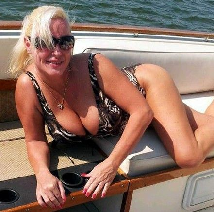 Older Women Dating Com