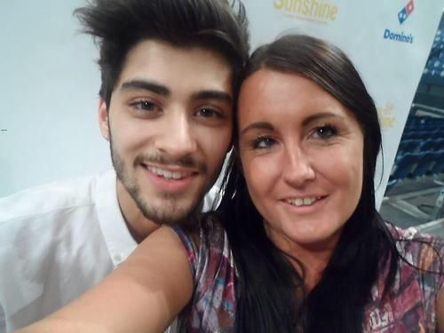 Uploaded by userZayn Malik With A Fan
