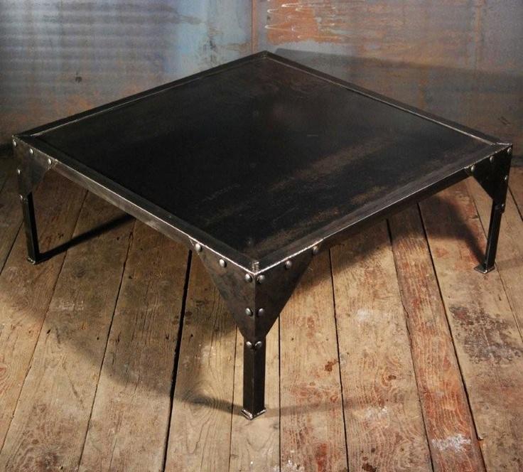 Table basse industrielle id es d coration pour la maison for Decoration pour table basse