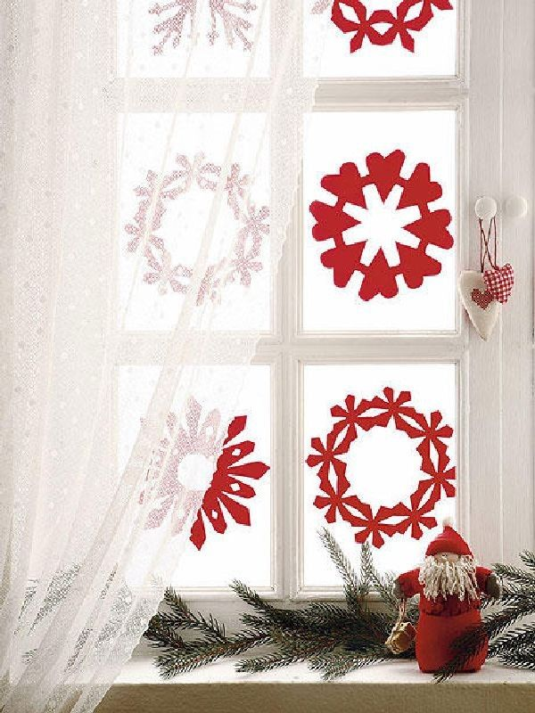 Christmas Kids room decor, 2013 Christmas home decor for children, snowflake window art #2013 #Christmas #window #decor www.loveitsomuch.com