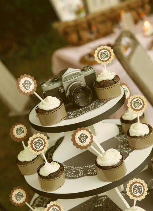 Vintage camera themed wedding! If I was only getting married again (to the same guy, naturally)