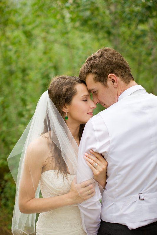Intimate Bride Groom Pose