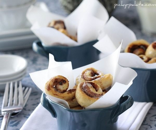 Itty Bitty Cinnamon Roll Bites @picky-palate.com