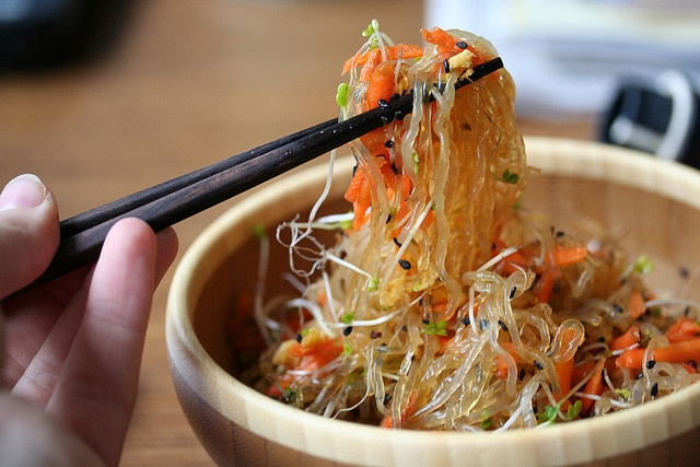 kelp noodles with carrots, broccoli sprouts, black sesame seeds and a ...