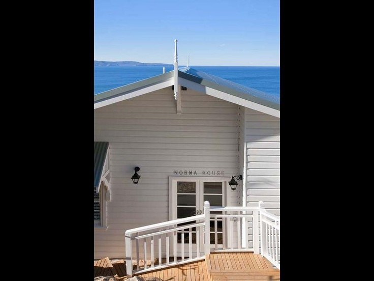 Weatherboard and colourbond roof beach house designs for Beach house roof designs
