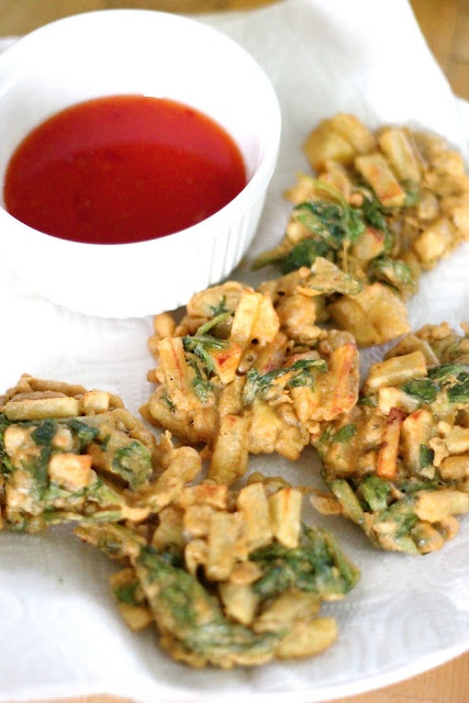 Spinach and Potato Indian Pakoras. YES!! One of my favs!! =D
