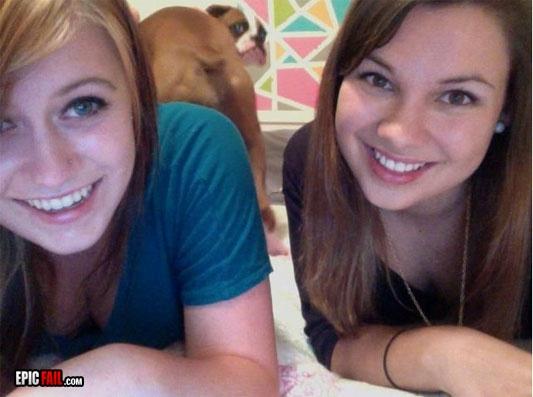 Awkward Dog Photo Bomb. Lmao! @Kailin Yoh and @Amanda Pace you're on pinterest again!