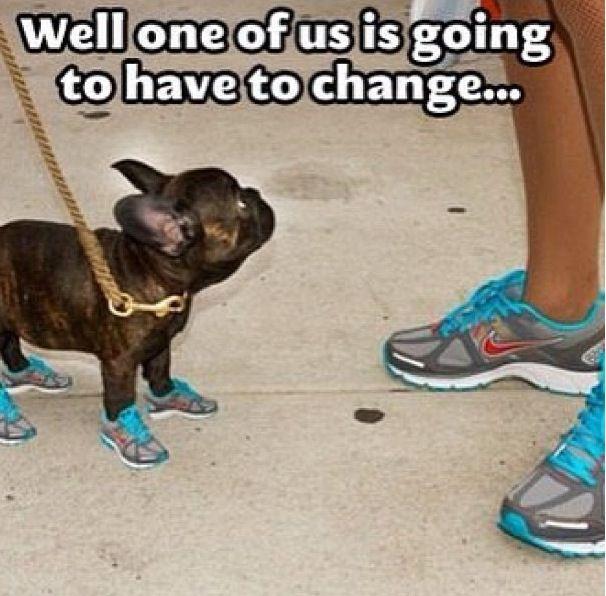 Με τα ίδια  αθλητικά παπούτσια....