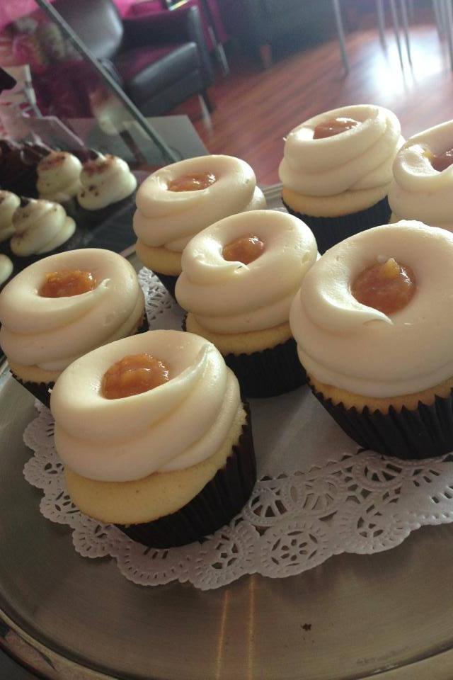 Peach cobbler cupcakes....yum!! | Holiday decor or partyes | Pinterest