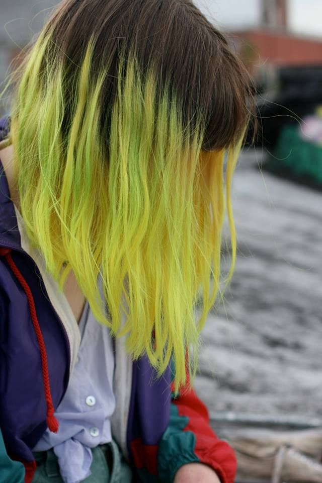 Yellow hair! Dark roots!