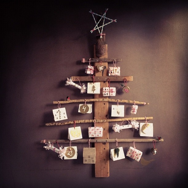 Christmas calendar DiY now om the blog http://dosfamily.com/2012/11/christmas-calendar-diy/