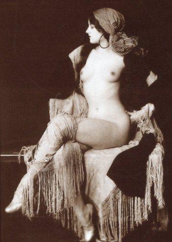 1900s Glamour nude photo of beautiful woman Vintage Black & White ...: pinterest.com/pin/354517801888931510