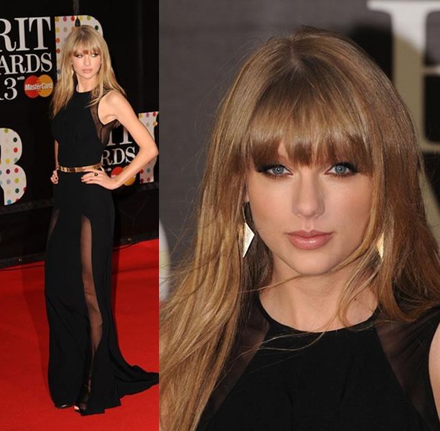 Taylor Swift parou o trânsito ontem no Brit Awards!  Com longo preto repleto de transparências meeega sensuais e maquiagem impecável, a cantora deu o que falar!  Nós amamos o look! ♥  E vocês?