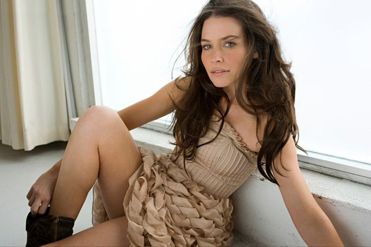Evangeline Lilly Women...