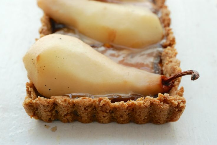 Pear Chocolate-Caramel Tart | http://theroamingkitchen.net/spiced-pear ...