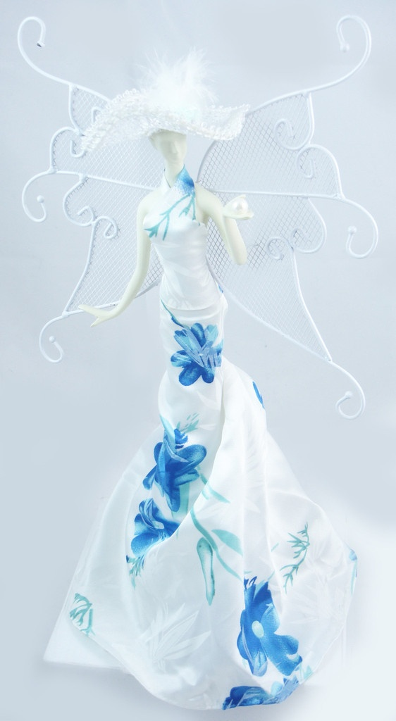 Fabulous Blue Floral Gown Jewelry Holder 562 x 1024 · 97 kB · jpeg