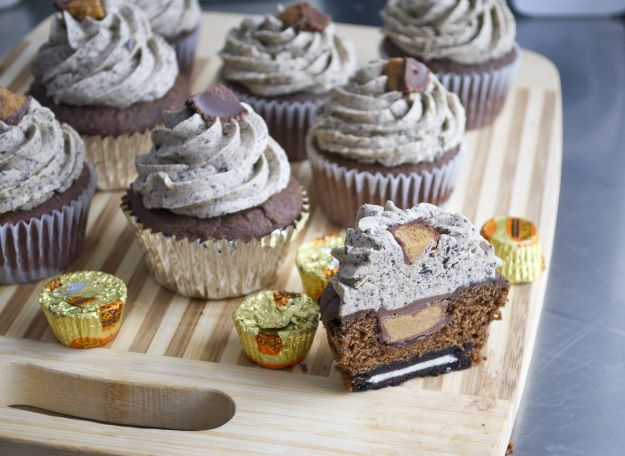 Chocolate Oreo Peanut Butter Cup Cupcake | Food Porn | Pinterest