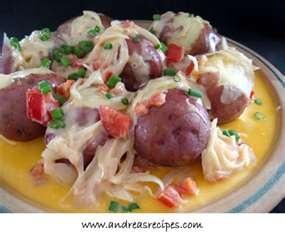 Papas Chorreadas(Colombian potatoes with cheese sauce)This looks soo ...