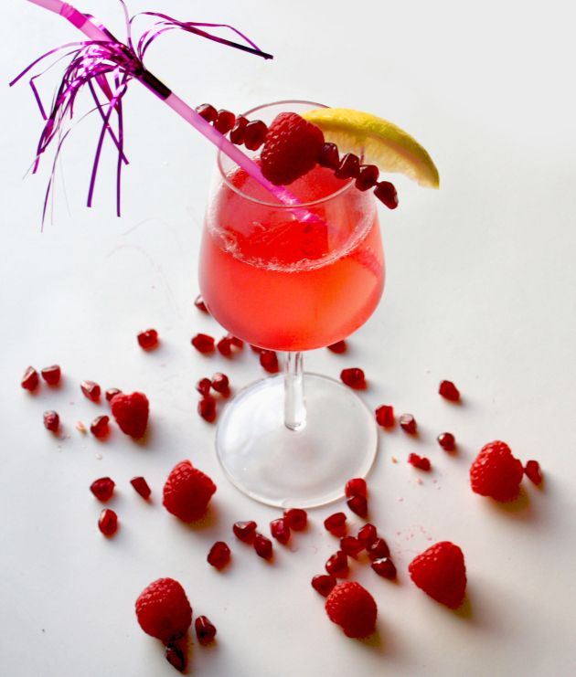 Elderflower, Pomegranate and Raspberry gin fizz