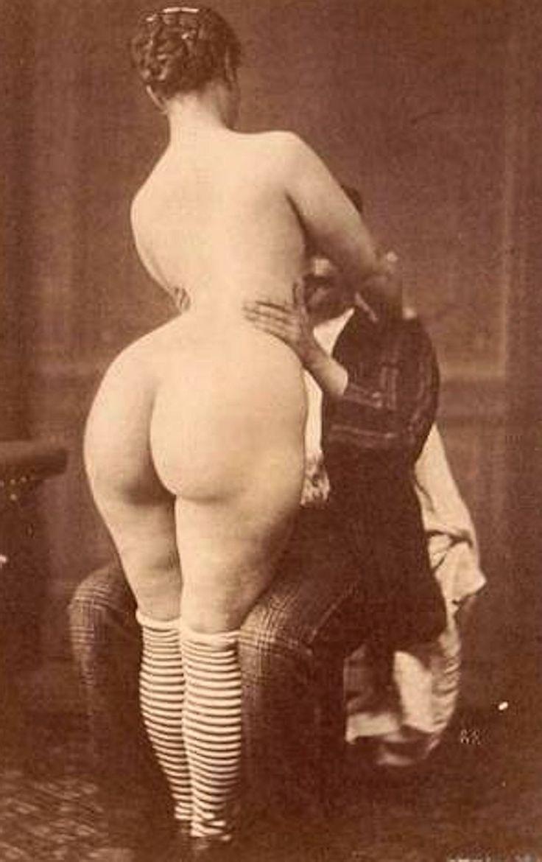 woman nacket big hip