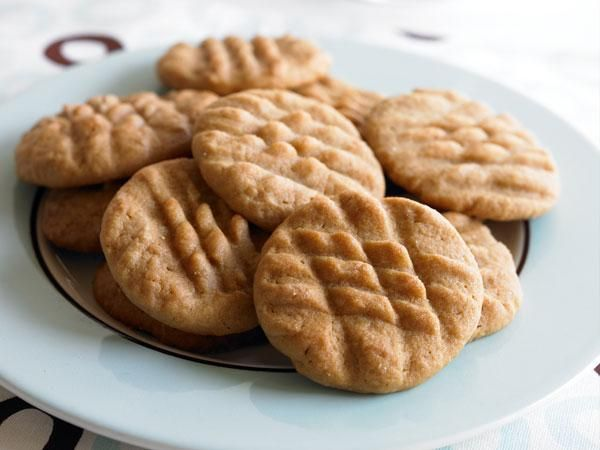 10 Guilt-Free Cookie Recipes: Peanut Butter Sandies http://www ...