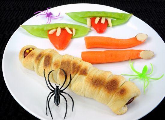 Halloween hot dog mummies | I like to cook. | Pinterest