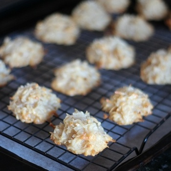 Salted Caramel Coconut Macaroons | Recipes Found | Pinterest