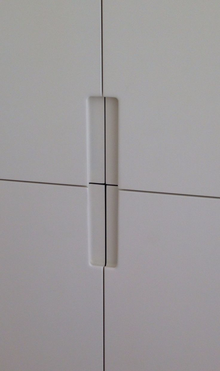 wardrobe door handle detail by fine balance carpentry